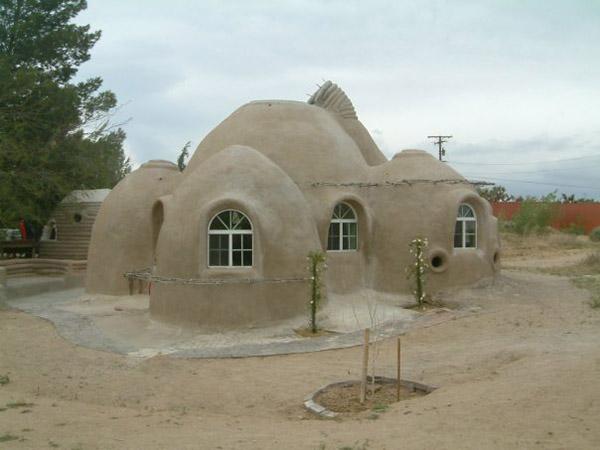 Une maison en sacs de terre terra sophia la sagesse de - Cosa costa costruire una casa ...